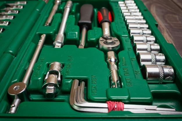 Een set handgereedschap. een reparatietool. een thuishulpmiddel.