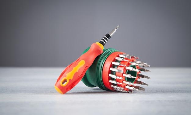 Een set mondstukken van verschillende afmetingen voor een schroevendraaier.