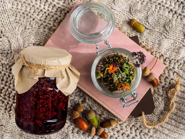 Een set nuttige ingrediënten voor de behandeling van folkmethoden.