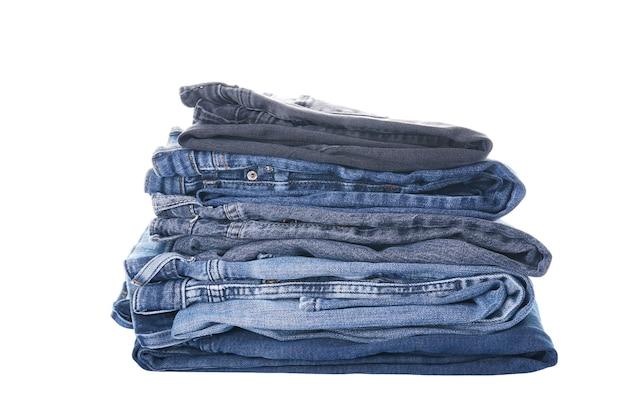Een set van gevouwen jeans geïsoleerd