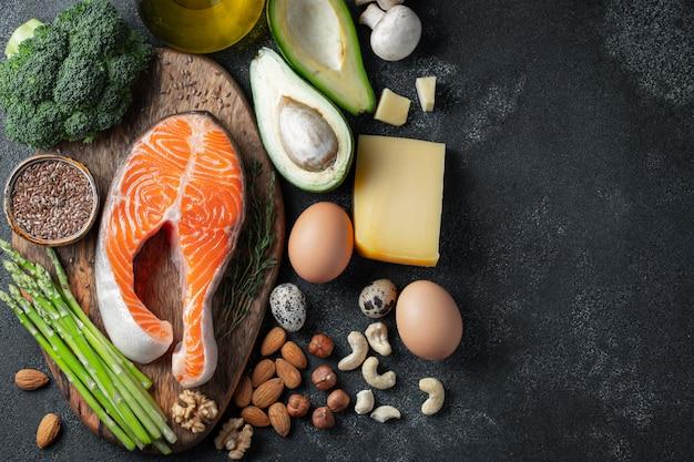 Een set van gezonde voeding voor een keto-dieet.