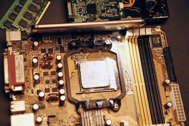 Een set van verschillende apparatuur op de tafel