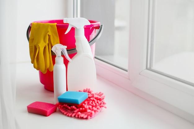 Een set voor het schoonmaken van kantoor, huis, appartement. schoonmaakdiensten, schoonmaak na reparatie, demontage