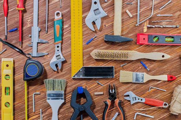 Een set werkinstrumenten voor huishoudelijke taken
