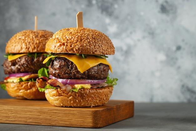 Een set zelfgemaakte heerlijke hamburgers.