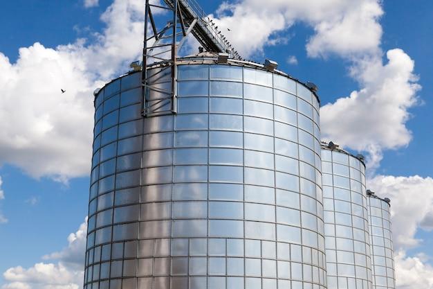 Een silocontainer voor het opslaan van graan en andere landbouwproducten