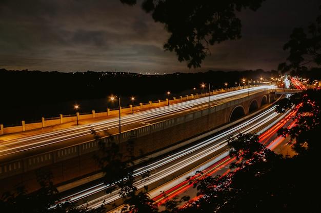 Een snelle verkeersbeweging in nyc