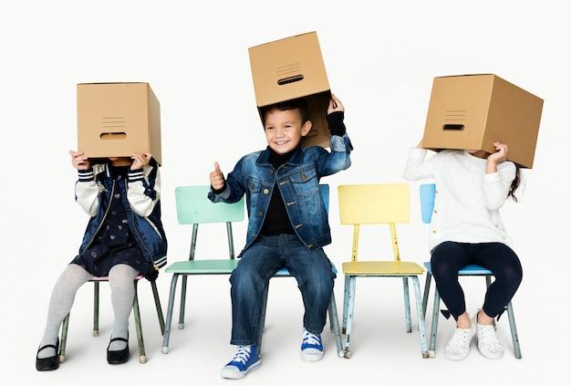 Een spel voor kinderen en een doos