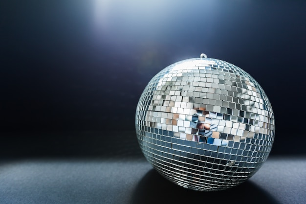 Een spiegel discobal