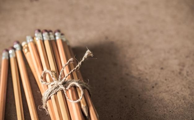 Een stapel potloden