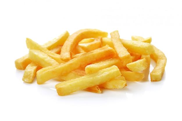 Een stapel van frieten die op wit worden geïsoleerd