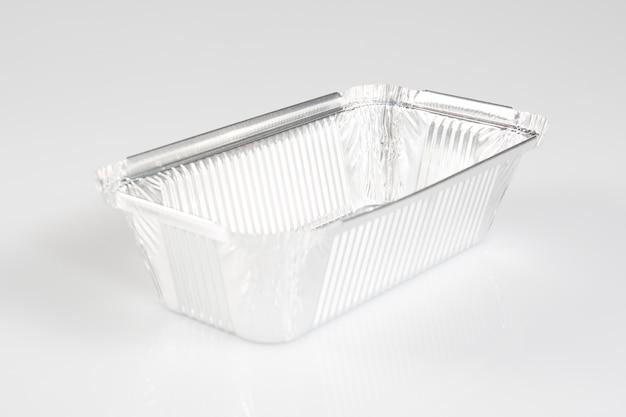 Een stapel vierkante cateringbakken