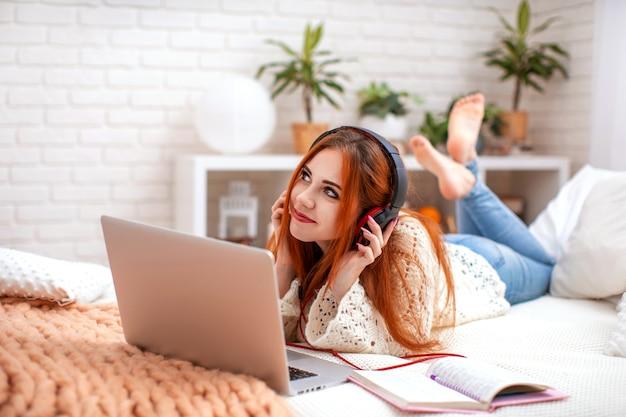 Een student luisterde graag naar muziek