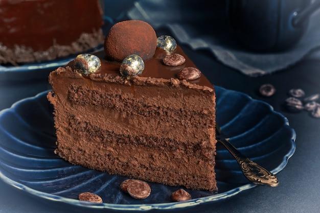 Een stuk chocolade brownie cake Premium Foto