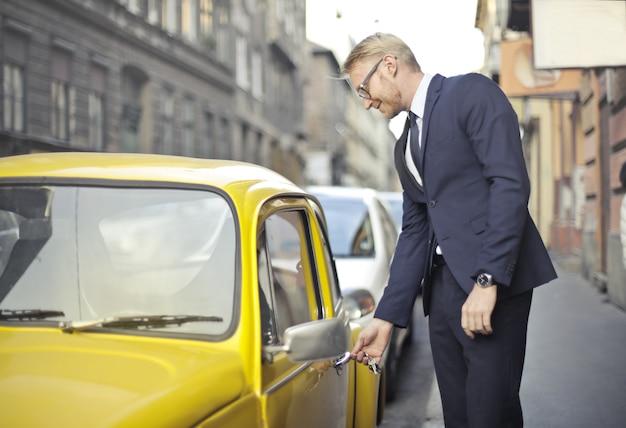 Een taxi nemen na het werk