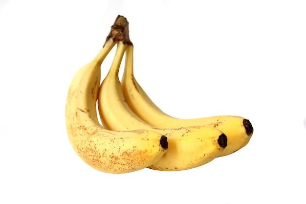 Een tros bananen op een witte muur