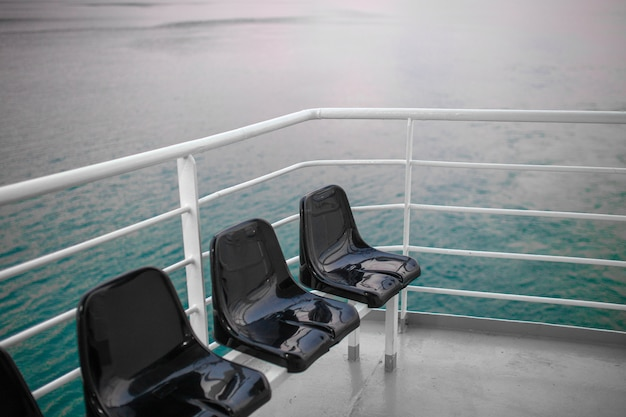 Een uitzicht vanaf een groot cruiseschip