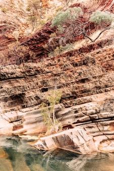 Een van de meest spectaculaire australische landschappen bevindt zich in karijini, west-australië.