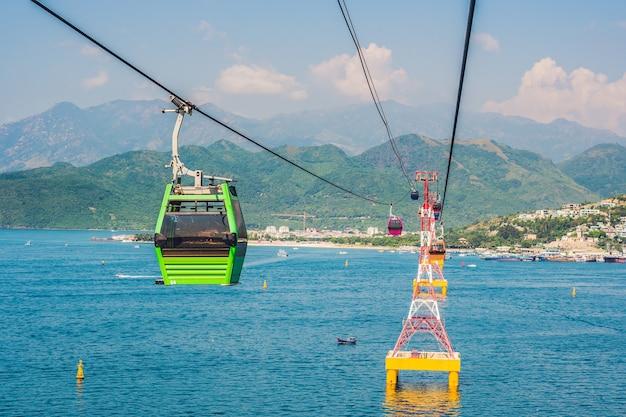 Een van 's werelds langste kabelbaan over zee naar vinpearl amusement park nha trang