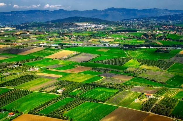 Een velden van griekenland. vliegtuig weergave