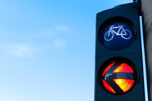 Een verkeerslicht voor fietsers verbiedt beweging.