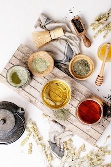 Een verscheidenheid aan groene, zwarte en matcha-thee