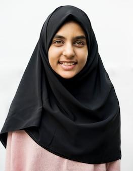 Een vrolijke moslimvrouw