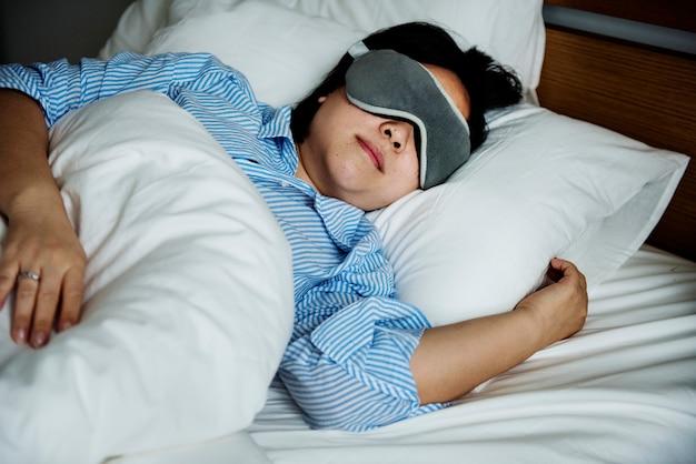 Een vrouw die slaapt