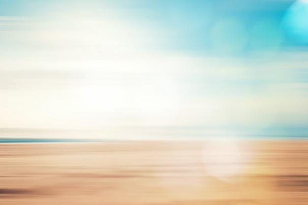 Een zeegezicht abstracte strandachtergrond. panning bewegingsonscherpte en bokeh licht van lens flare
