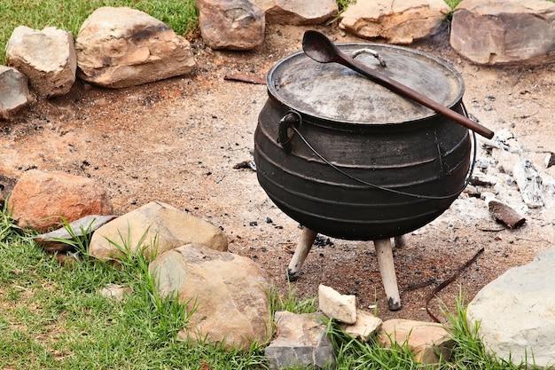 Een zuid-afrikaanse potjiekos-voedselpot