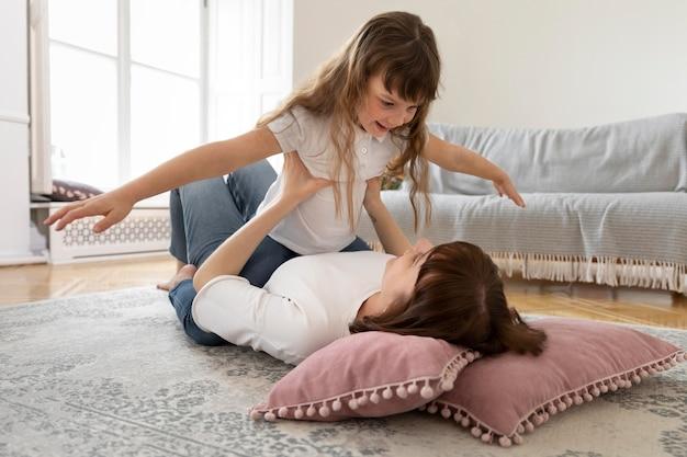Eenoudergezin met moeder en dochter