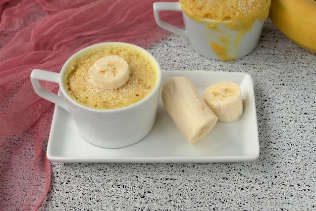 Eenvoudig magnetron bakconcept bananenmuffin