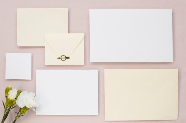 Eenvoudige bruiloft briefpapier instellen bovenaanzicht