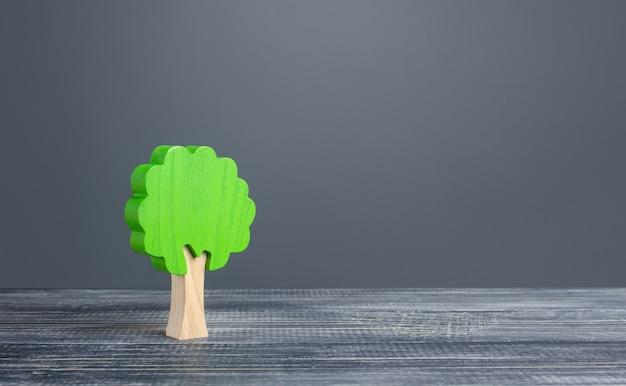 Eenzame boom. behoud van het milieu en bosbescherming