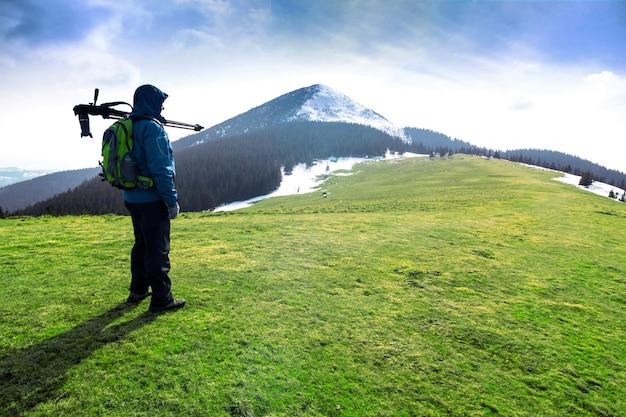Eenzame fotograaf in de bergen