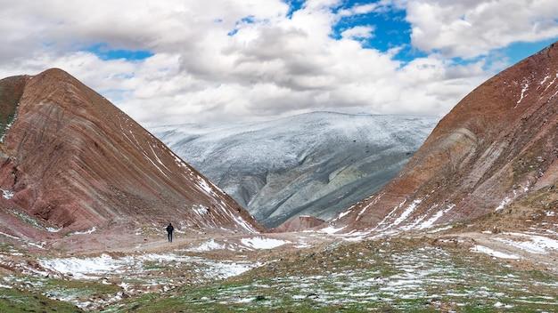 Eenzame reiziger in de hooglanden