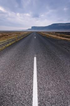 Eenzame snelweg zonder einde