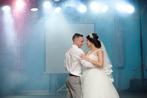 Eerste huwelijksdans van pasgetrouwden