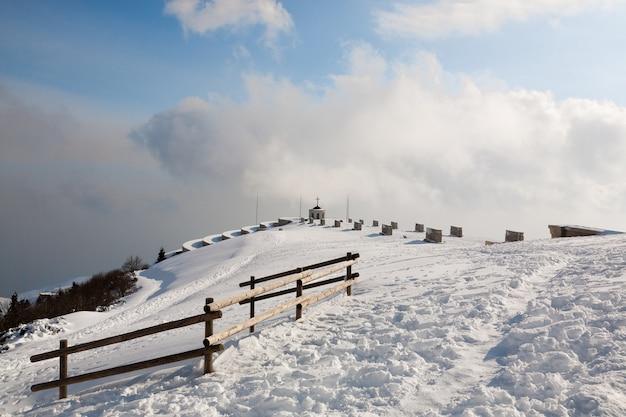 Eerste wereldoorlog herdenkingsmonument, italiaanse alpen, mount grappa.