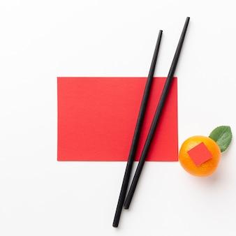 Eetstokjes en kaartmodel chinees nieuwjaar