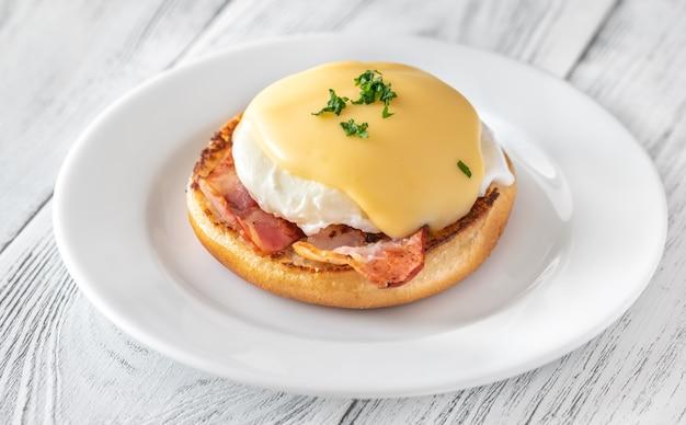 Eggs benedict met spek