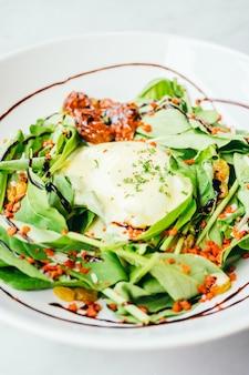 Eggs benedict salade