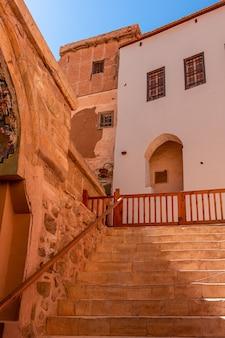 Egypte, gebouwen in het klooster van catharina op een zonnige dag