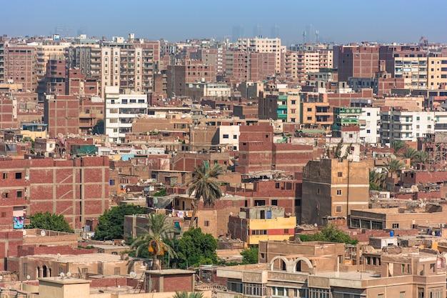 Egypte, uitzicht op de stad caïro vanaf het plateau van gizeh,