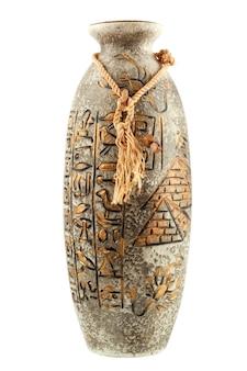 Egyptische vaas met hiërogliefen geïsoleerd op de witte achtergrond