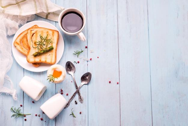 Ei en spek met toast