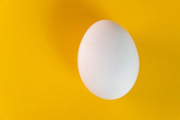 Ei op de gele tafel