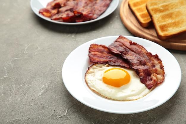 Eieren en spek als ontbijt