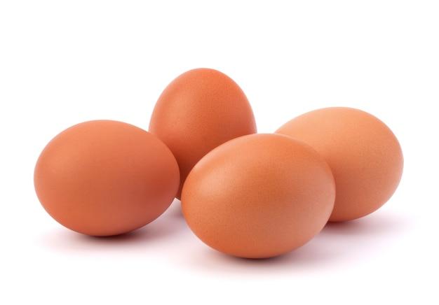 Eieren geïsoleerd op witte achtergrond