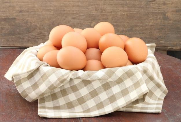 Eieren in de mand, close-up.